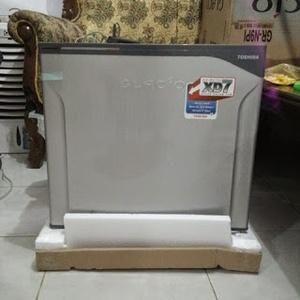 Harga Toshiba Kulkas Mini Portabel Glacio XD7 GR N9P